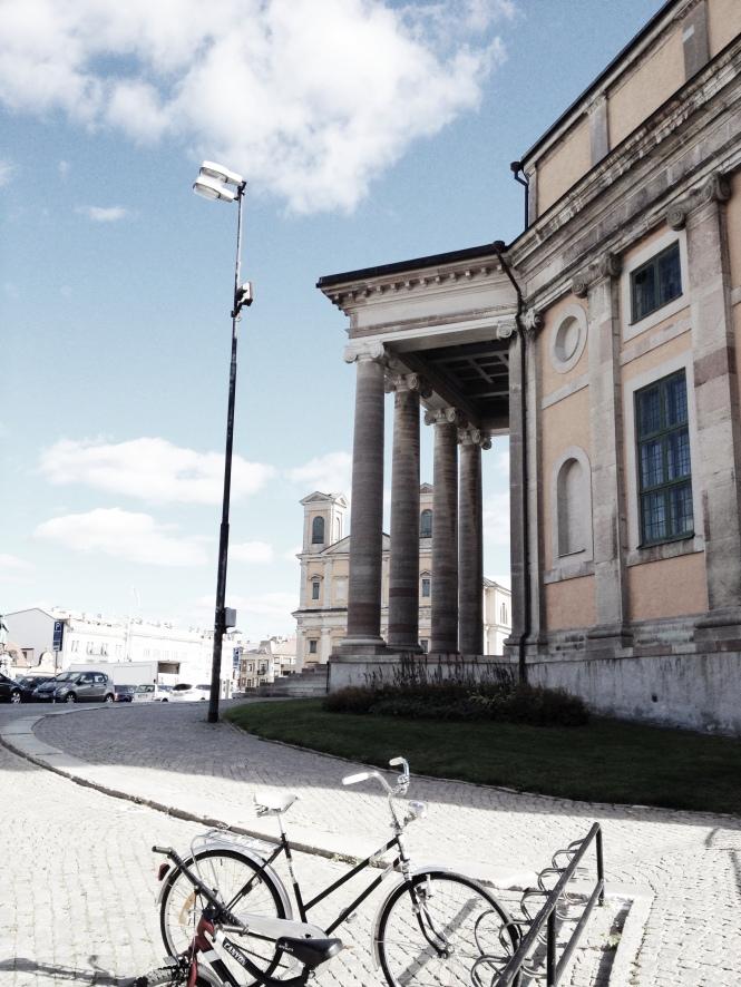 Vy Trefaldighetskyrkan och Fredrikskyrkan i bakgrunden