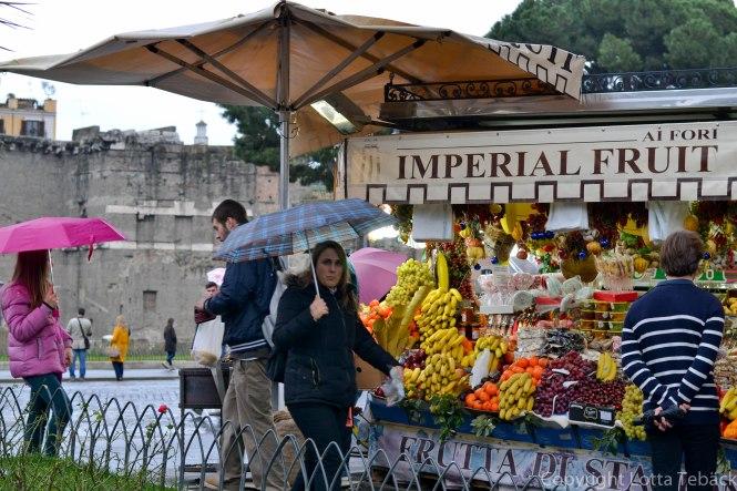Fruktstånd vid Forum Romanun