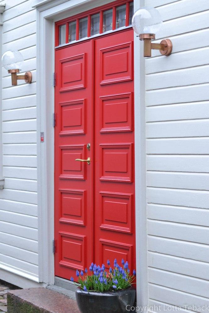 Röd glad dörr